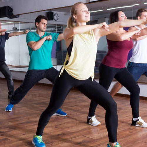 Group fitness Gruppe am Tanzen