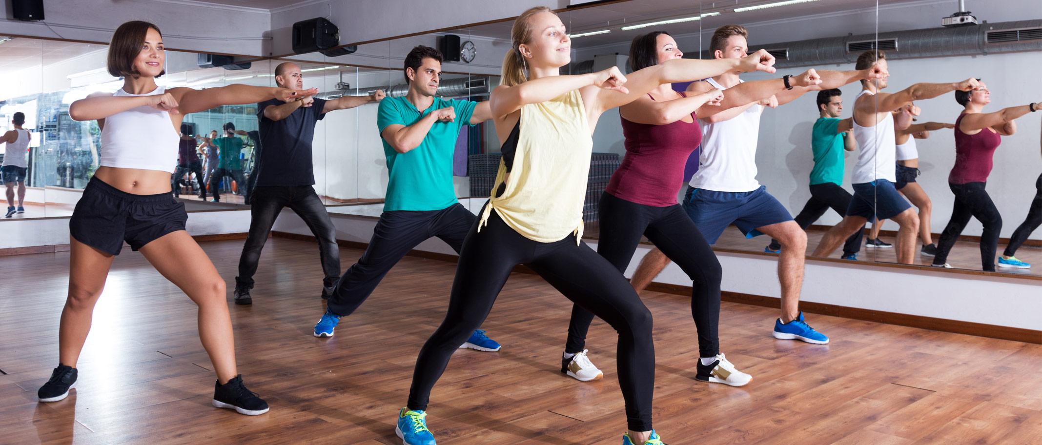 Ausdauertraining Gruppe am Tanzen