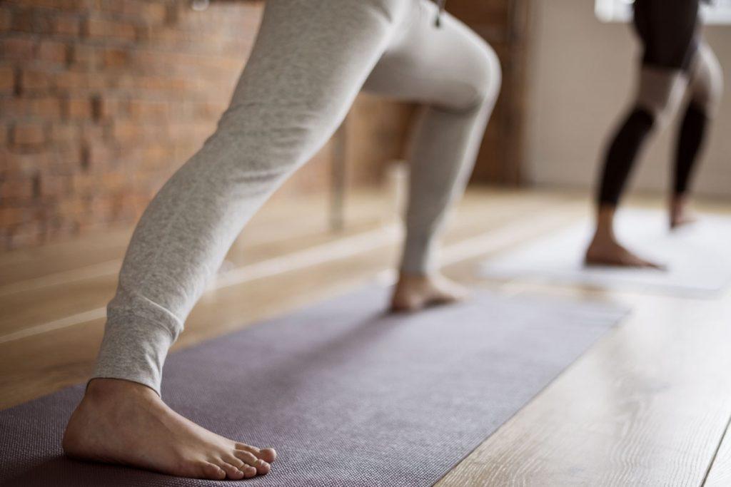 Stretching Frau am Dehnen